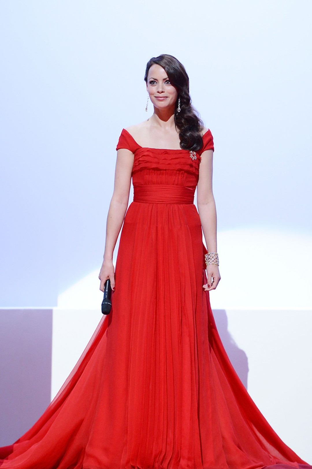 Berenice Bejo Louis Vuitton dress and Chopard Jewellery.jpg