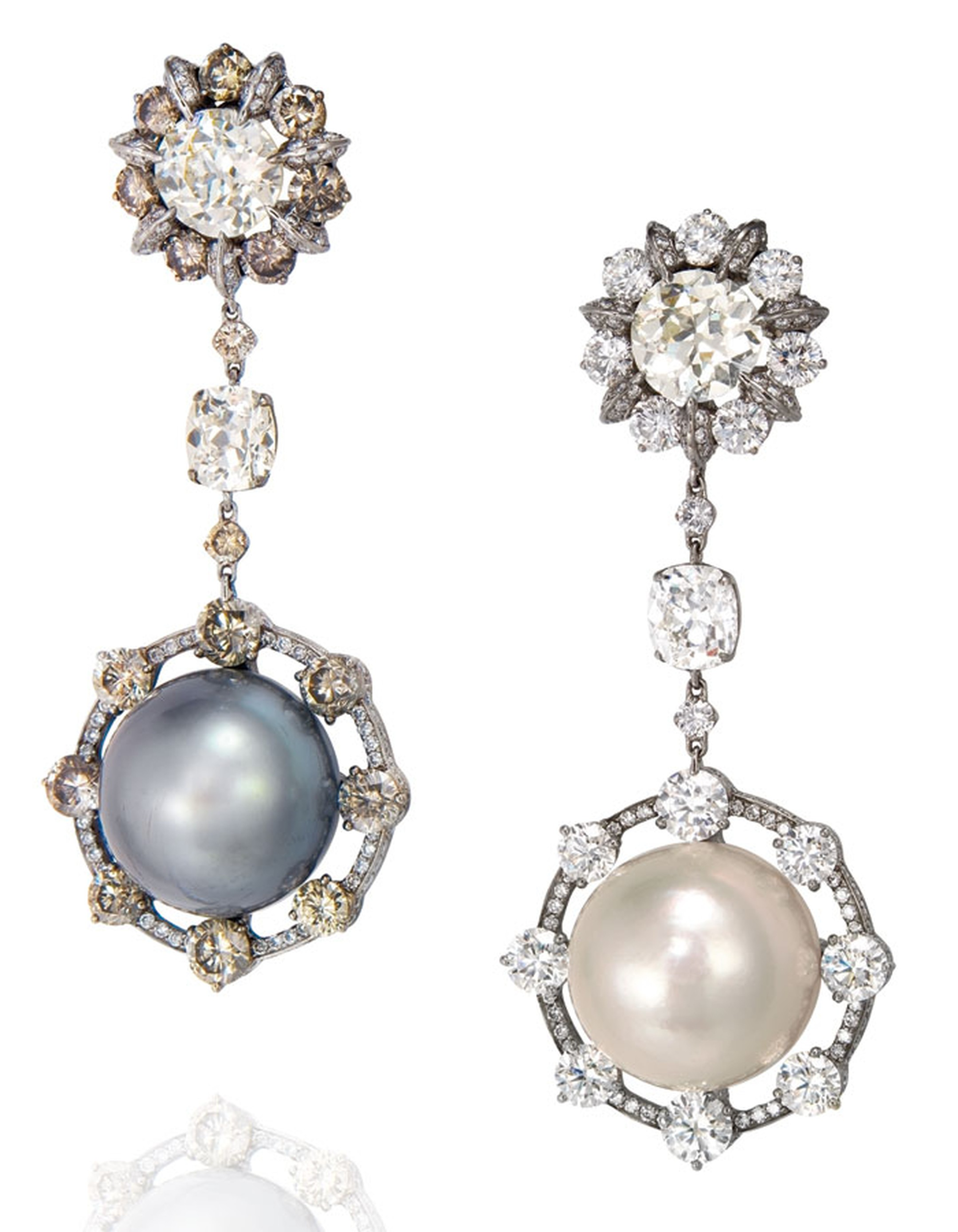 Christies_Pearl-earpendants.jpg