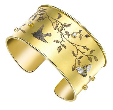Theo Fennell yellow gold and diamond engraved cuff_20131017_Zoom