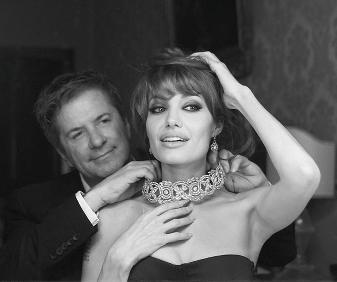 Photographer-Patrick-Demarchelier-captures-Angelina-Jolie-and-Robert-Procop-on-the-set-of-The-Tourist.-Photo-credit-Patrick-Demarchelier.jpg