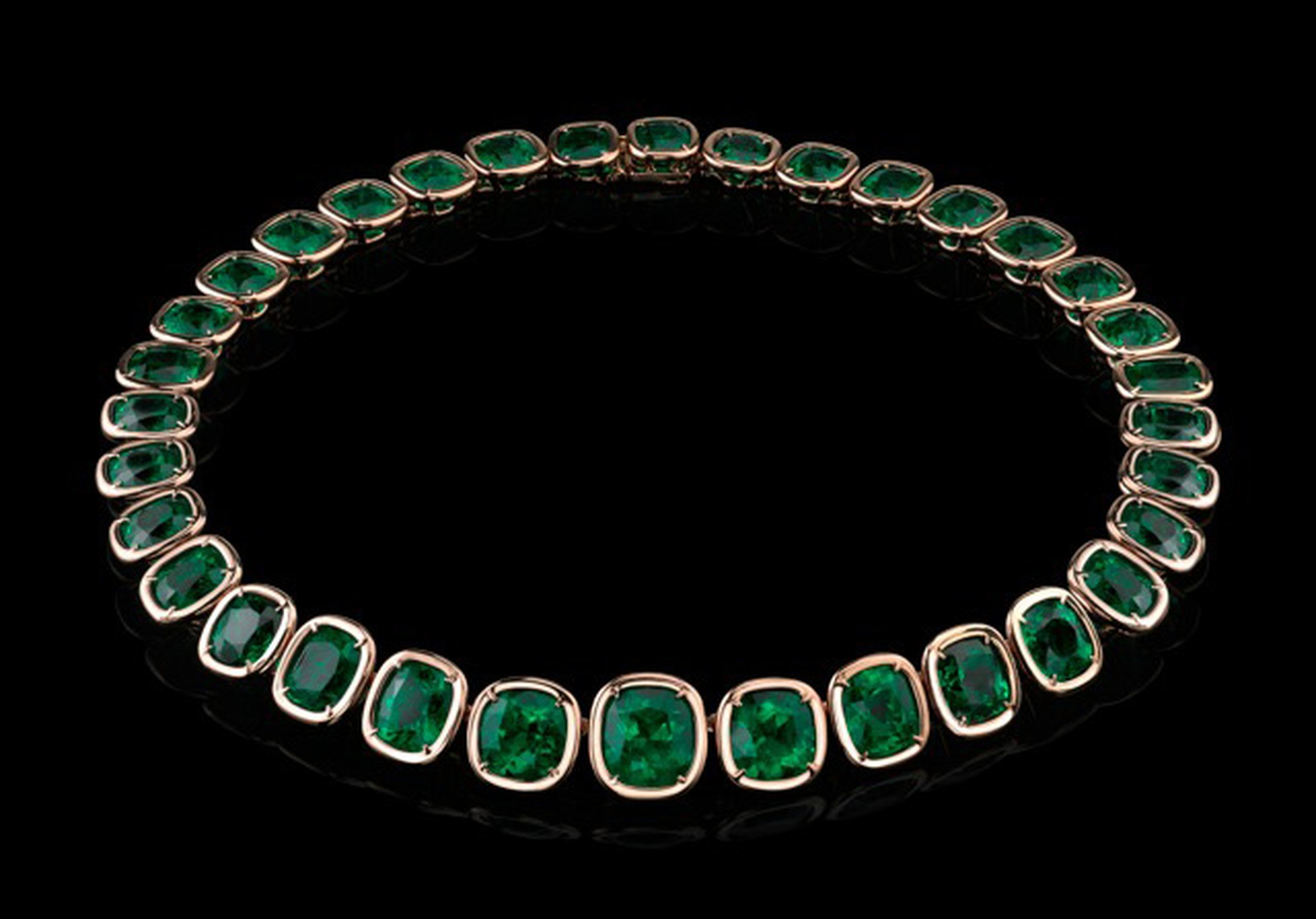 Cushion-Emerald-Necklace-in-the-Style-of-Jolie