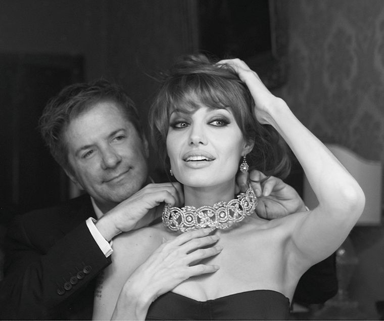 Photographer-Patrick-Demarchelier-captures-Angelina-Jolie-and-Robert-Procop-on-the-set-of-The-Tourist.-Photo-credit-Patrick-Demarchelier