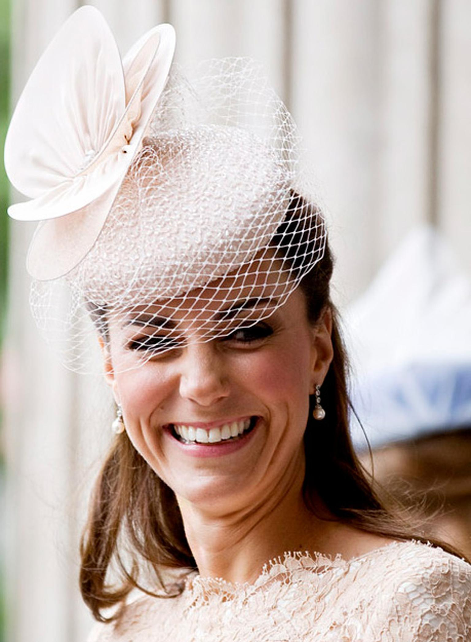 kate-middleton-fake-diamond-earrings