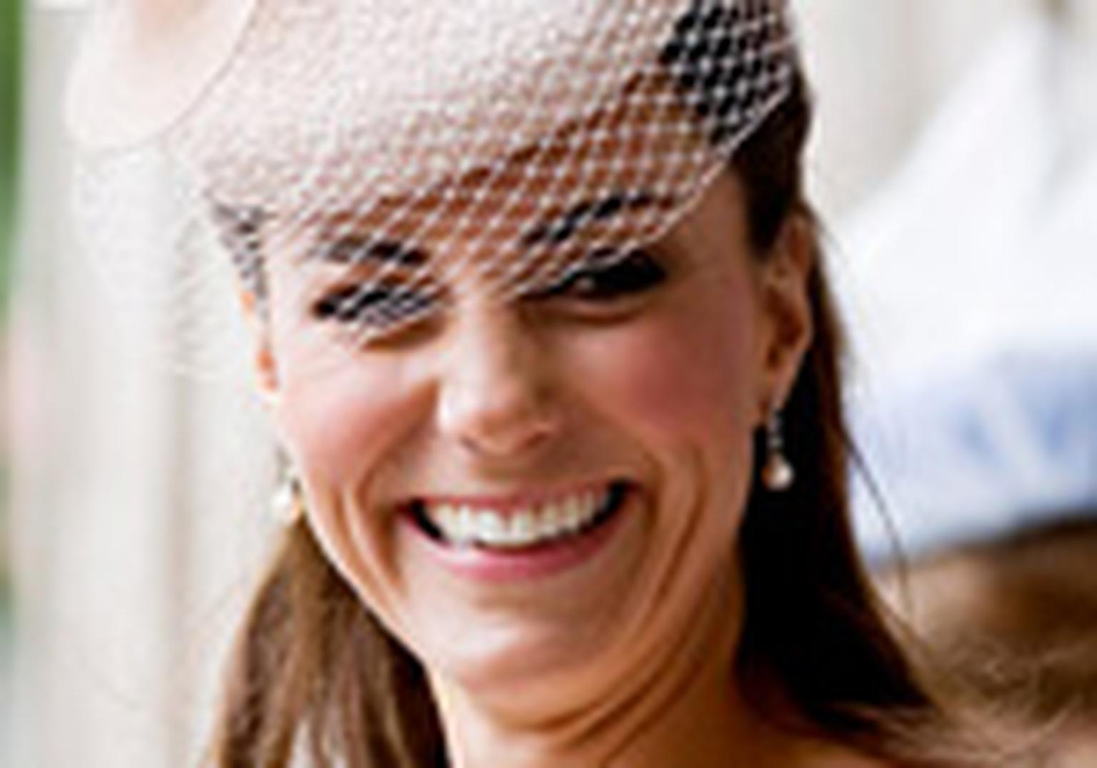 HP-kate-middleton-fake-diamond-earrings