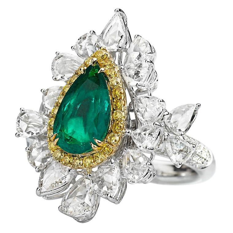 Avakian-diamond-and-emerald-ring