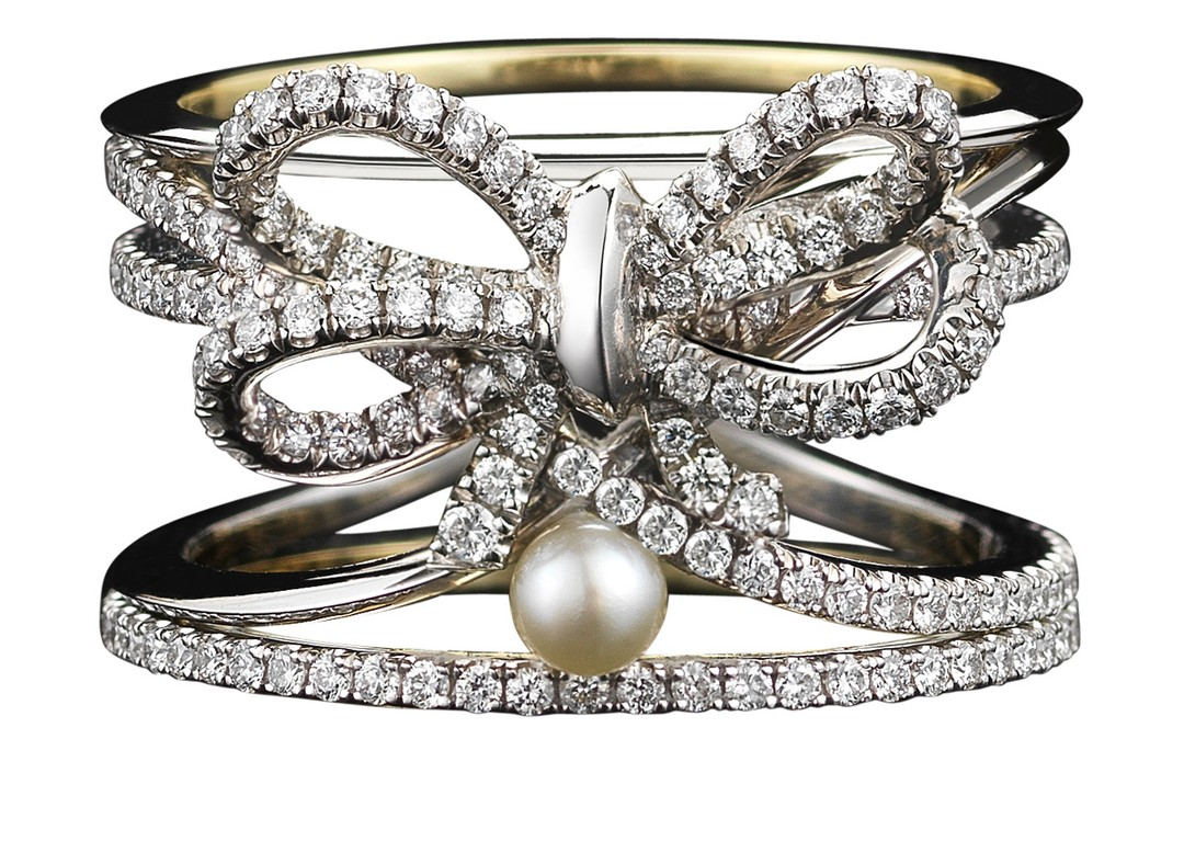 Alexandra_Mor_limited_edition_diamond_bow_and_pearl_Ring_20140117_Zoom