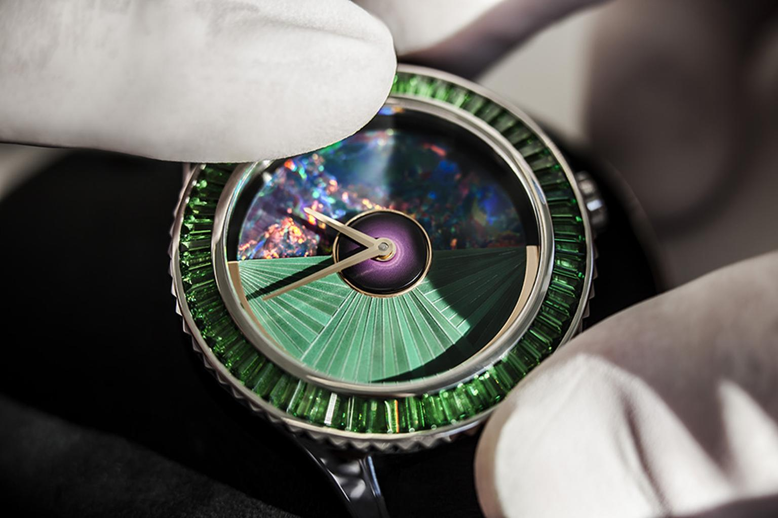 DiorVIII-Positioning-of-the-bezel