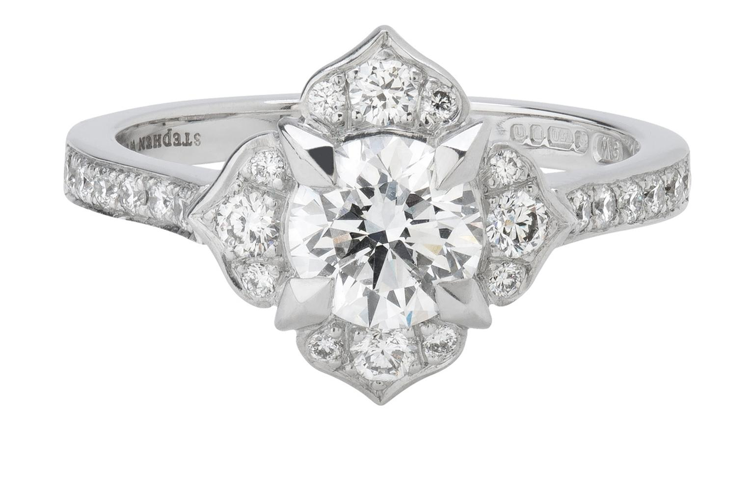 Stephen_Webster_Bridal_Collection_Heritage_Fleur_Engagement_Ring_20140123_Zoom