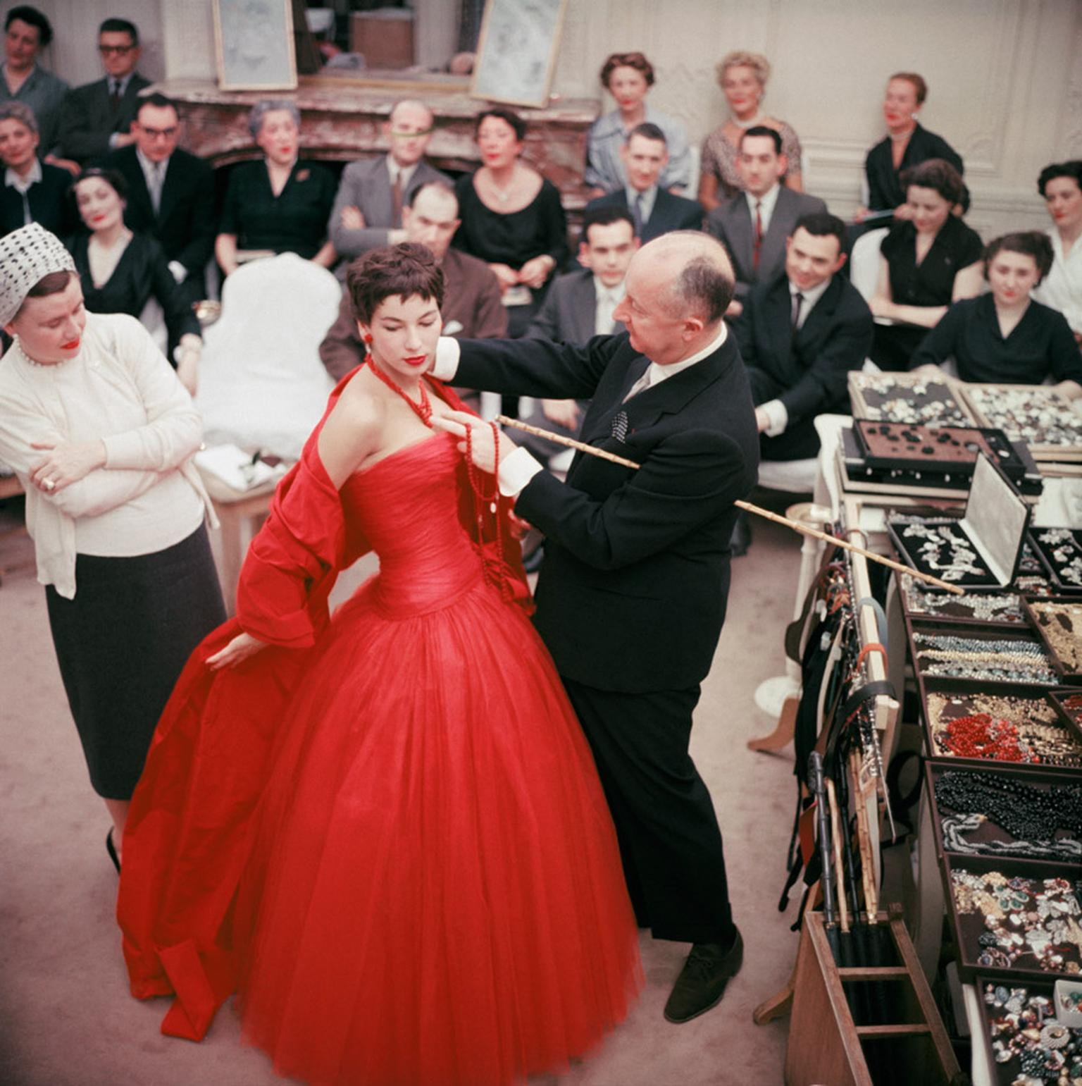 Dear-Dior-Chrsitian-Dior-and-his-model-Victoire-in-1954---Ph.-M