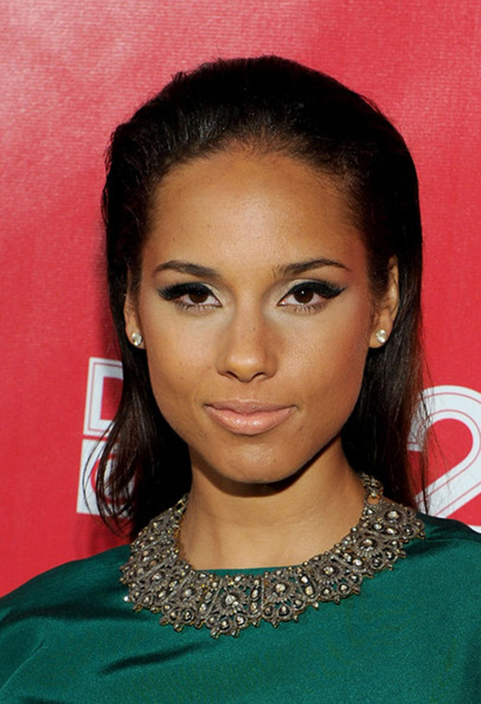 Amrapali-Alicia-Keys-in-Amrapali-Necklace