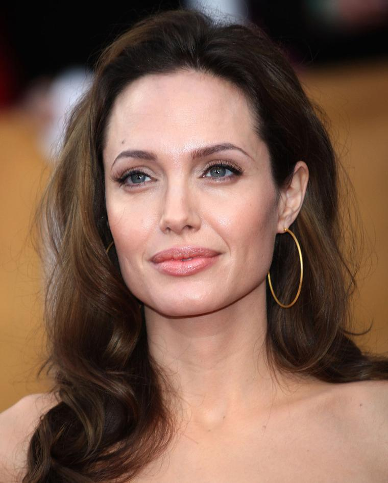 Amrapali-Anjelina-Jolie-in-Amrapali-hoop-earrings