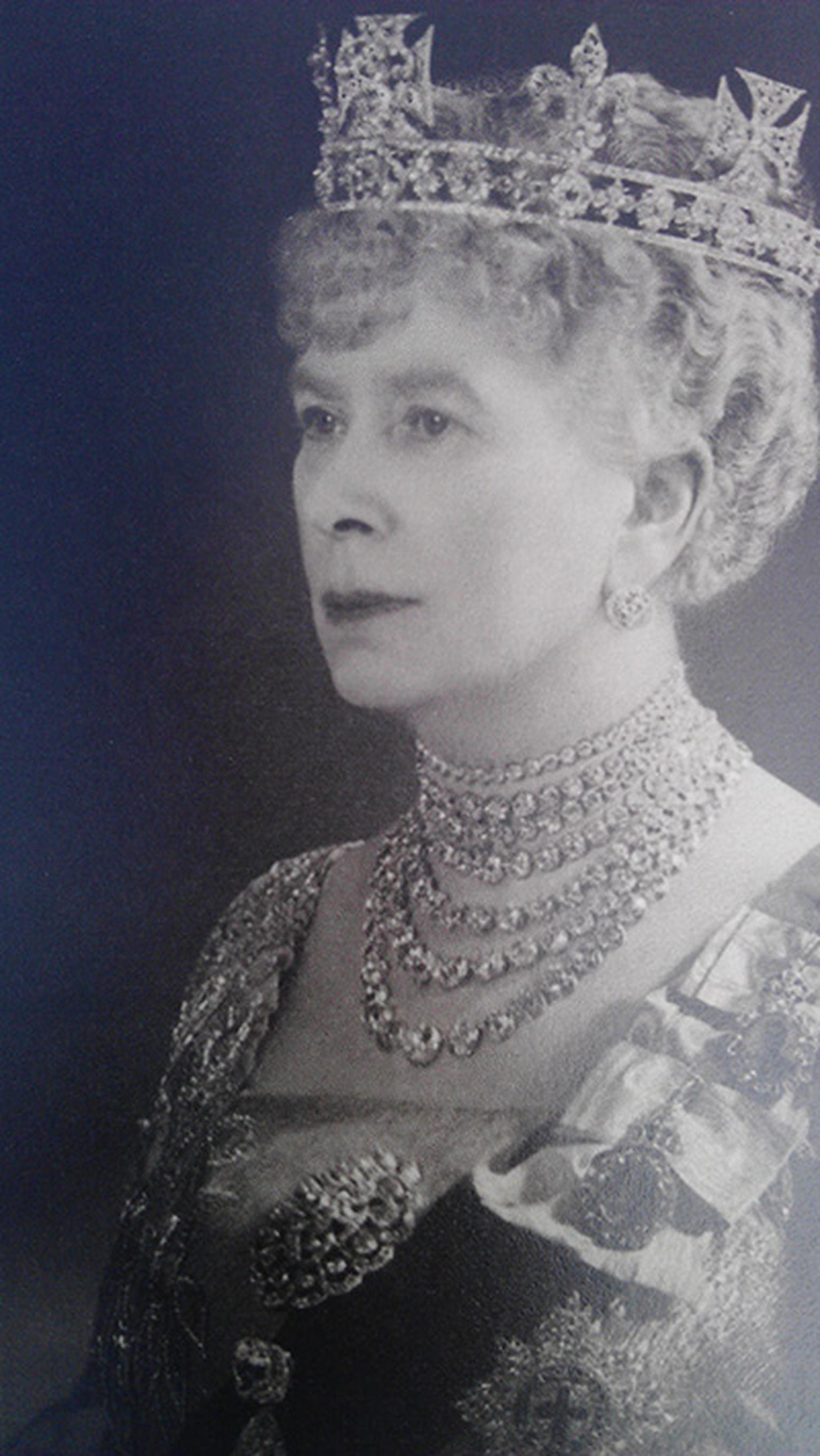 Queen-Mary-1938-wearing-Queen-Alexandra-collet-necklace