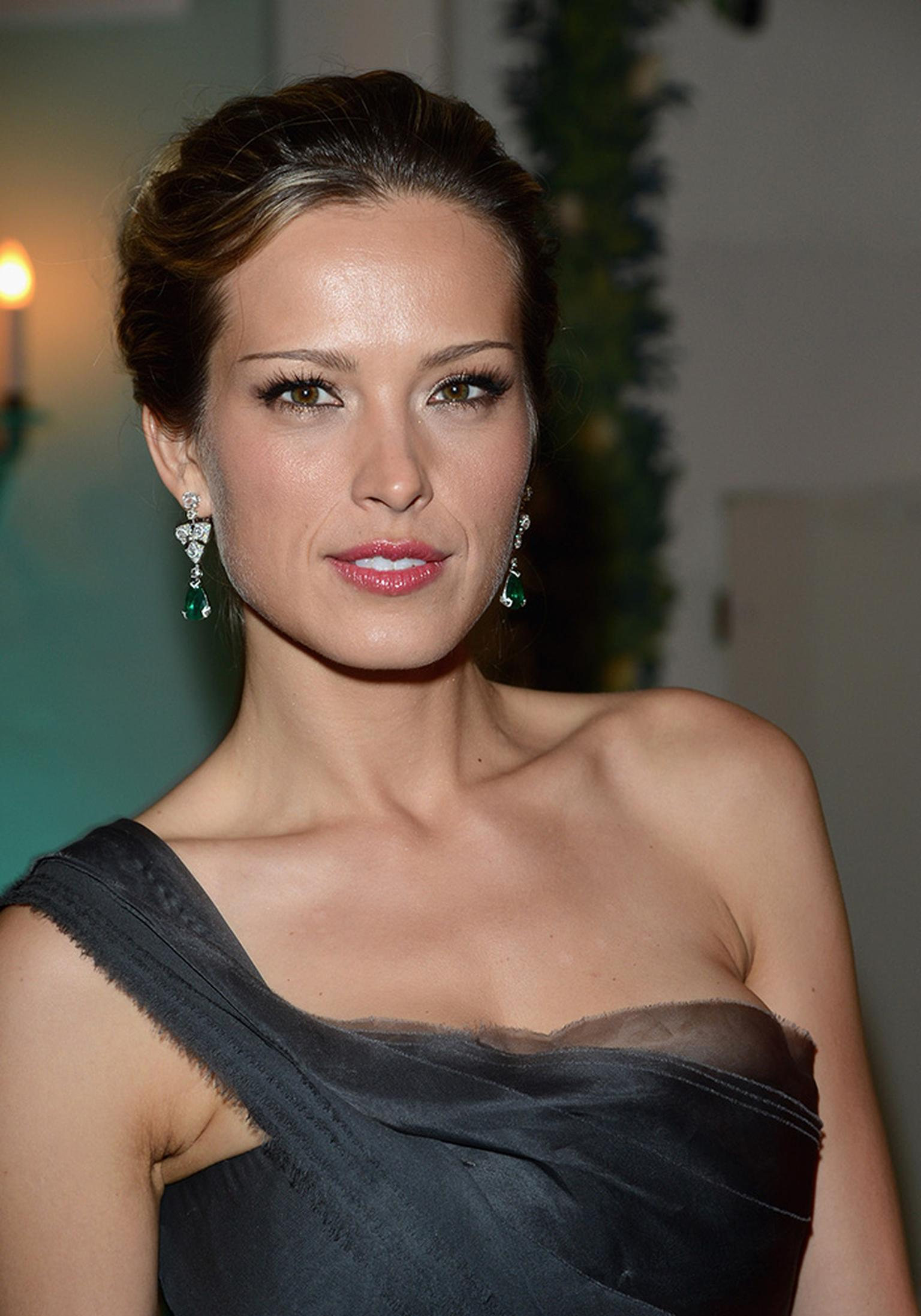 Petra-Nemcova-wearing-Avakian-diamond-and-emerald-earrings