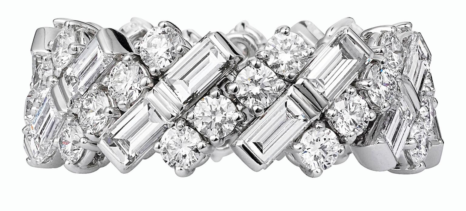 Cartier wedding ring in white gold and diamonds_20140205_Zoom