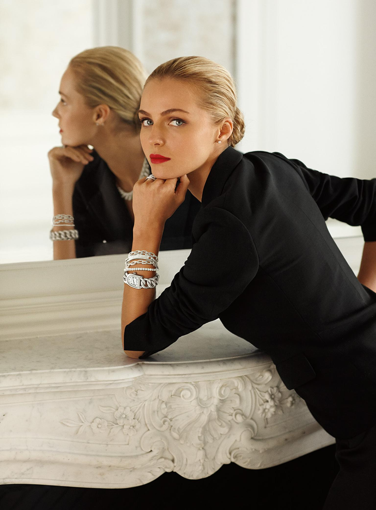The new Ralph Lauren Stirrup Petite-Link bracelet watches marry the design flair of this famous American fashion house with state-of-the-art Swiss technology.