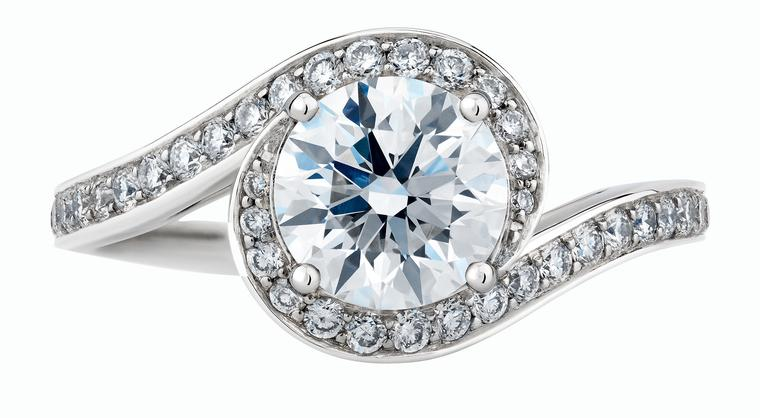 De Beers Caress diamond solitaire engagement ring_20140305_Zoom