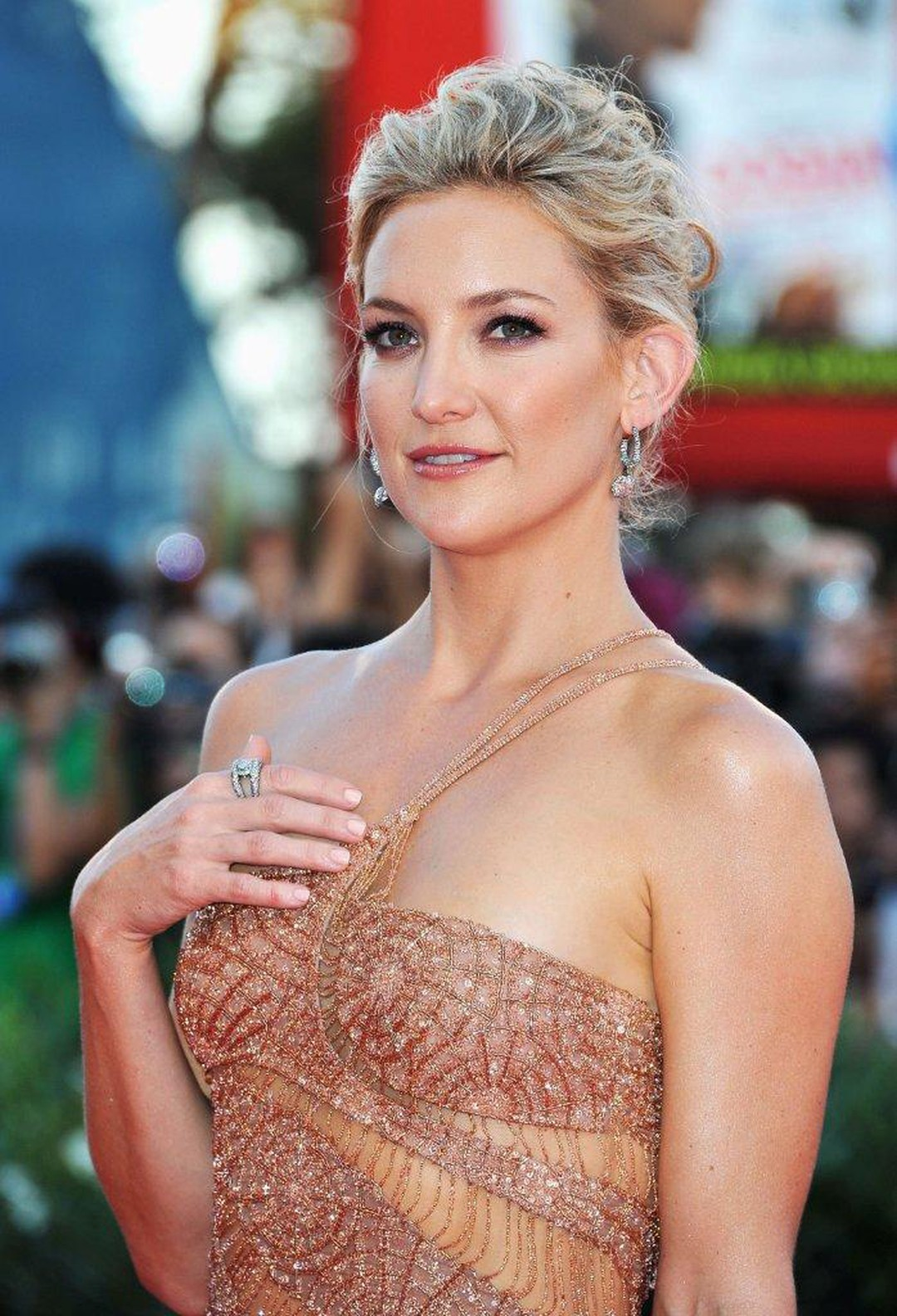 Faberge-Kate-Hudson-in-Faberge-at-Venice-Film-Festival-29.08.12-03