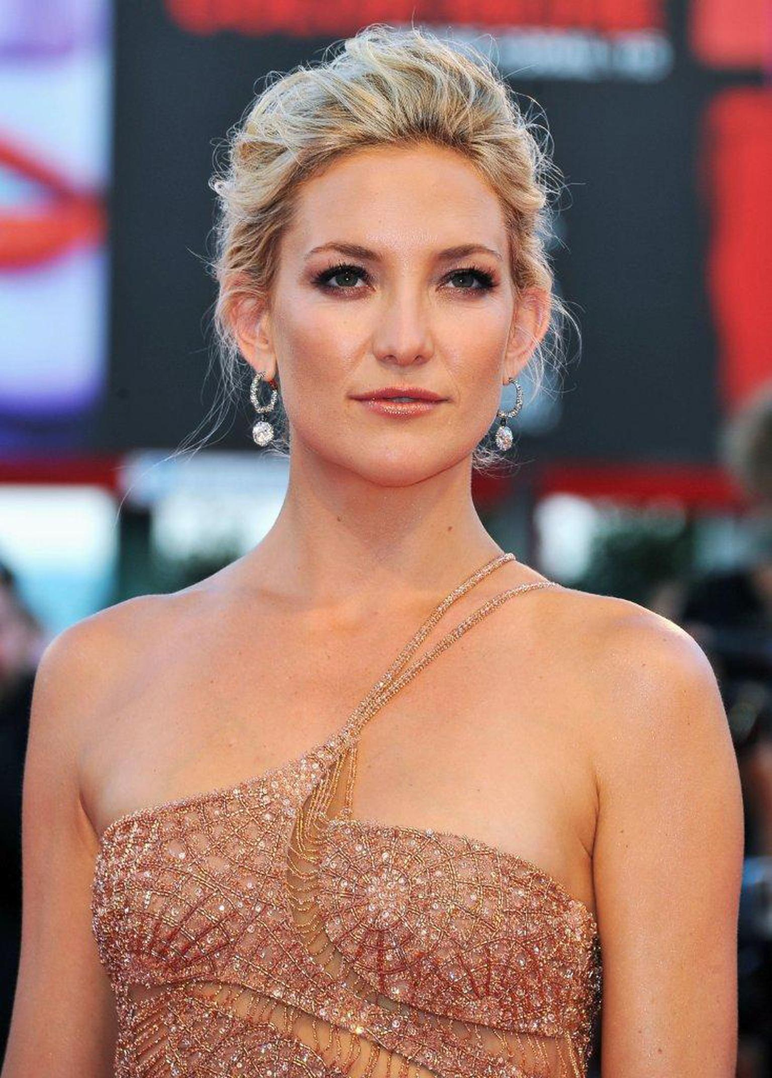Faberge-Kate-Hudson-in-Faberge-at-Venice-Film-Festival-29.08.12-01