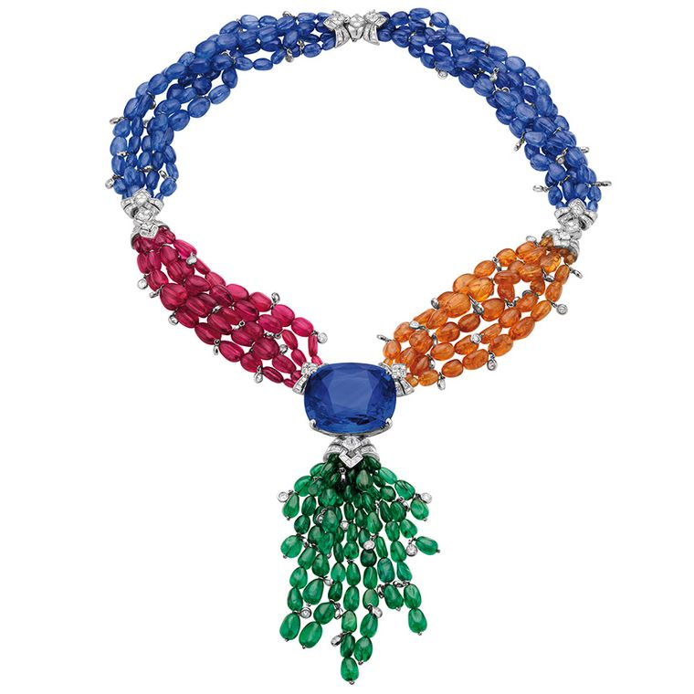 Inspired by Elizabeth Taylor's jewels, Bulgari created the Elizabeth Taylor necklace for the Biennale des Antiquaires 2012 featuring a 165ct central sapphire