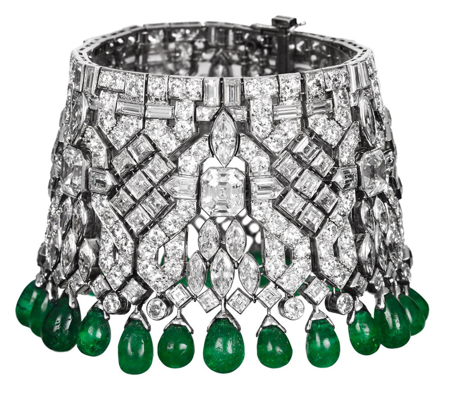 Van-Cleef-Arpels-Indian-bracelets-transformable-into-a-choker-ordered-by-Daisy-Fellowes-1928-Private-Collection_2