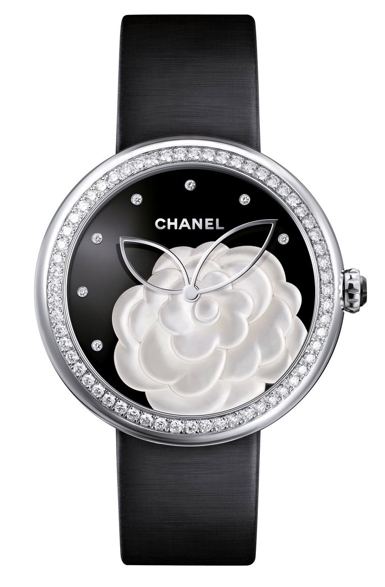 Chanel-Mademoiselle-Prive-Camelia-nacre-H3096_FB-Zoom