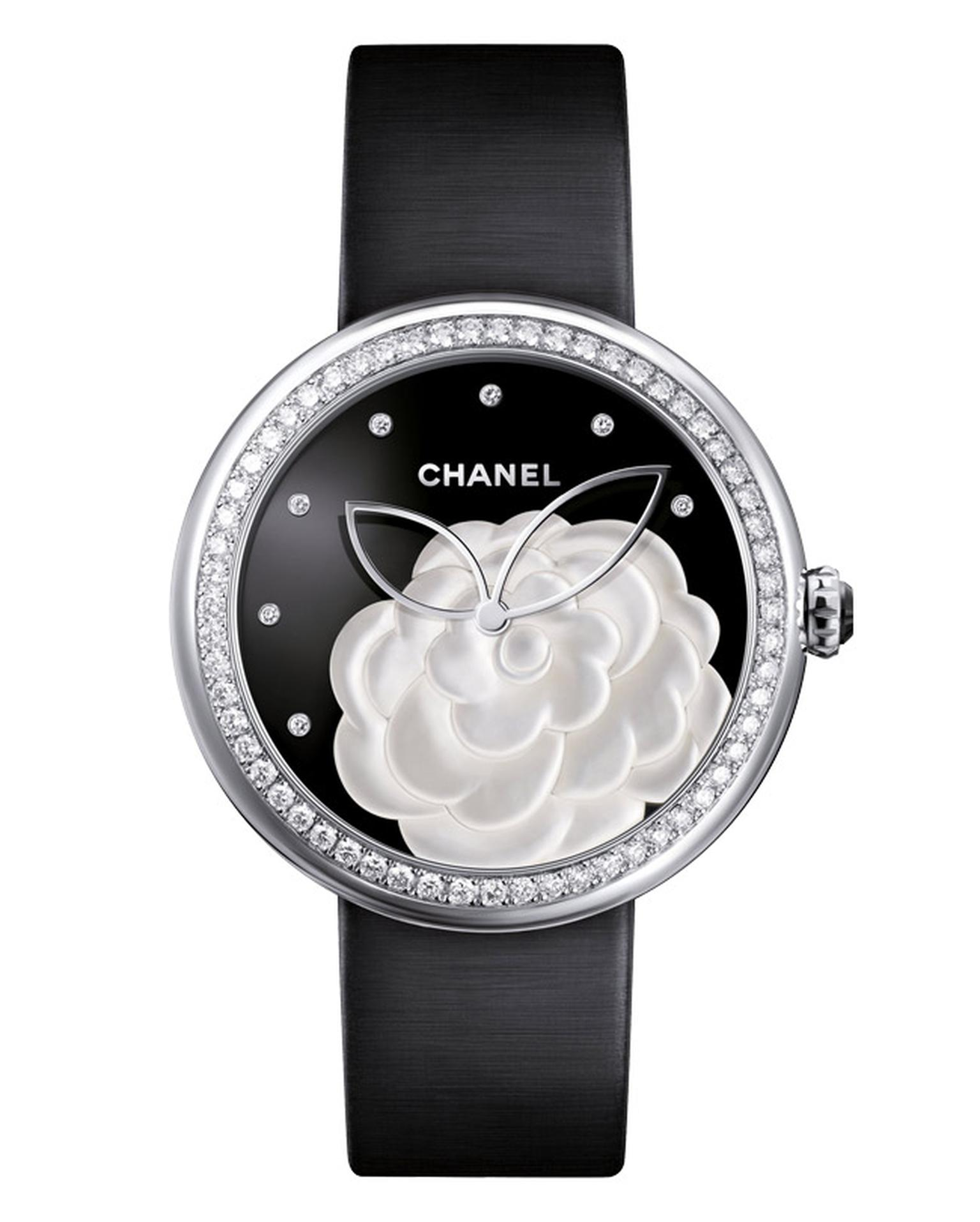 Chanel-Mademoiselle-Prive-Camelia-nacre-H3096_FB-Main