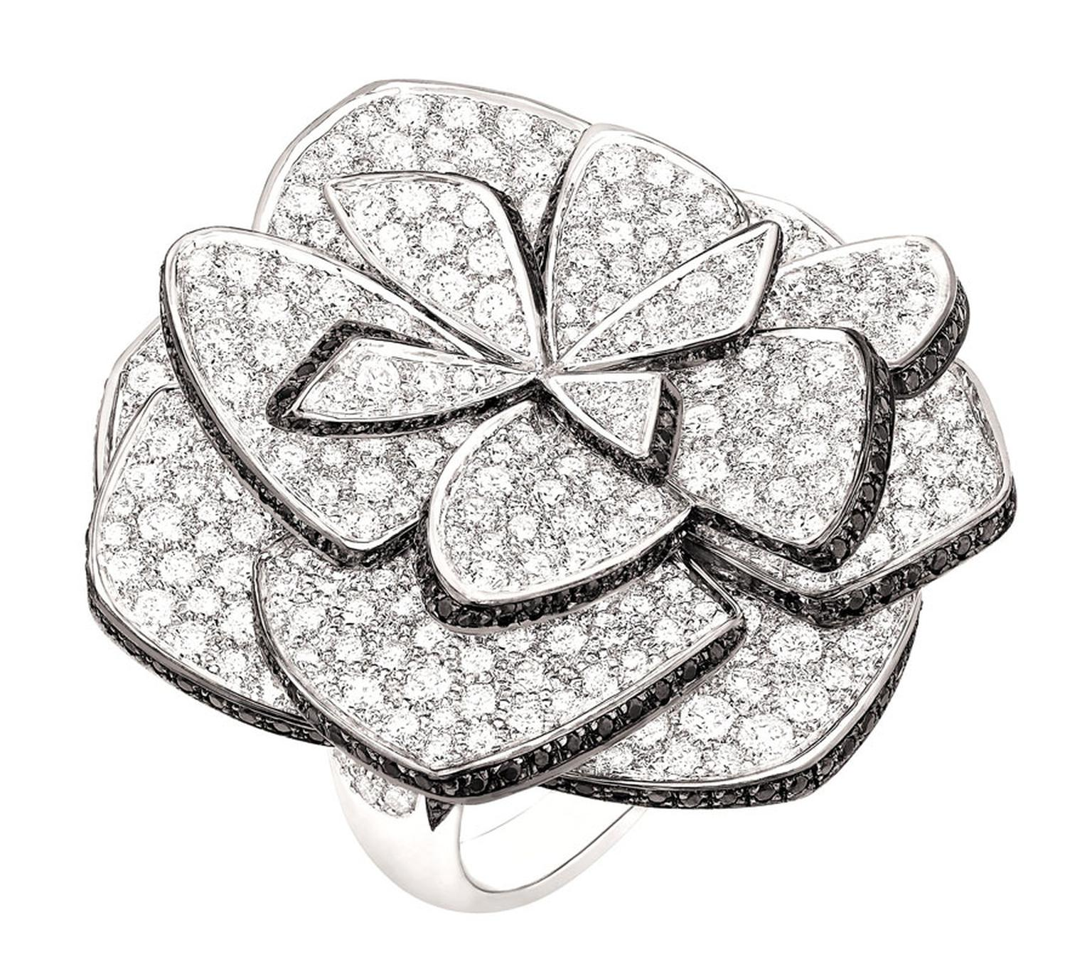 Chanel-Bague-Ruban-de-Camelia