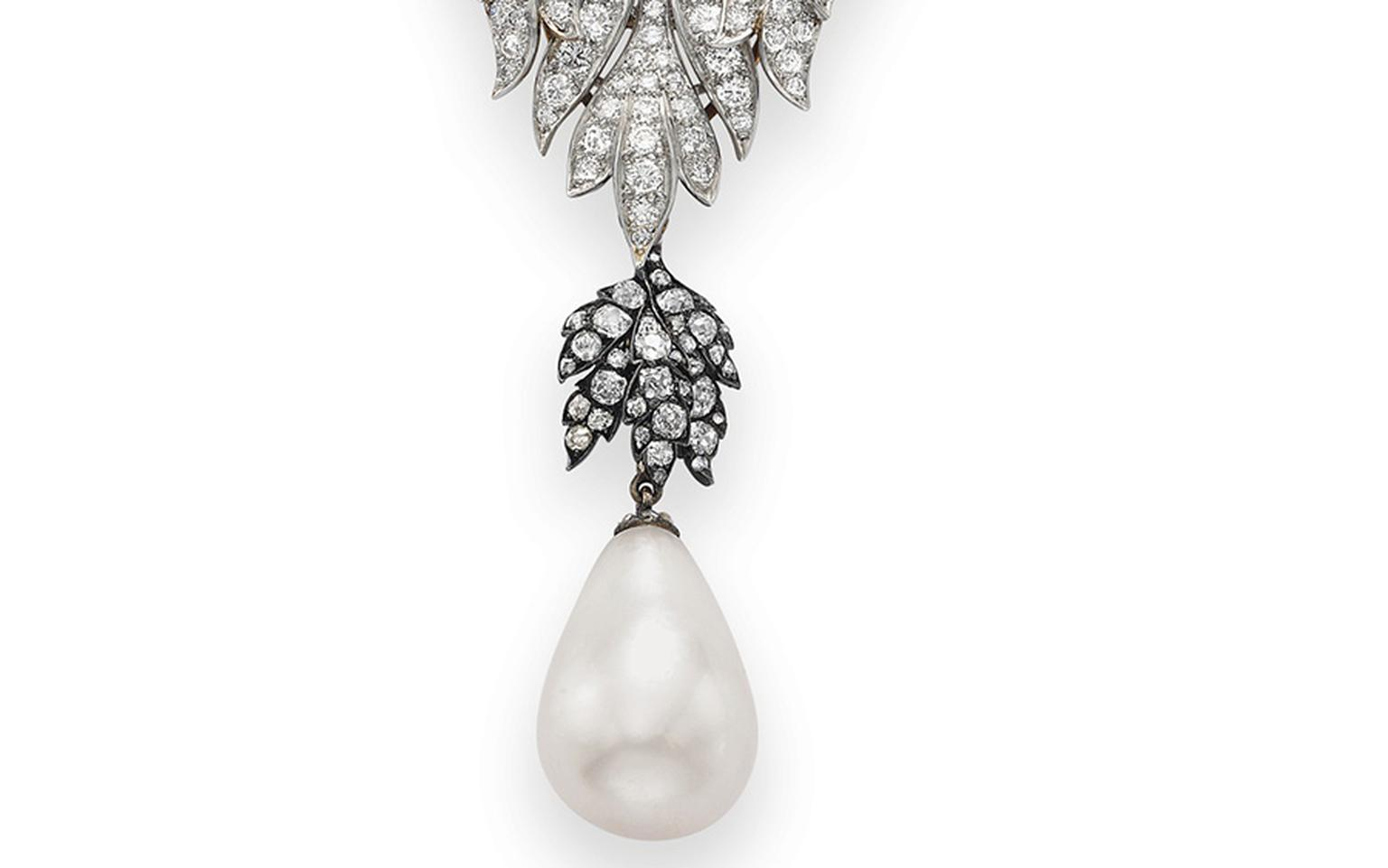 La Peregrina pearl that belonged to Elizabeth Taylor and sold for $11.8 m was a gift from Richard Burton