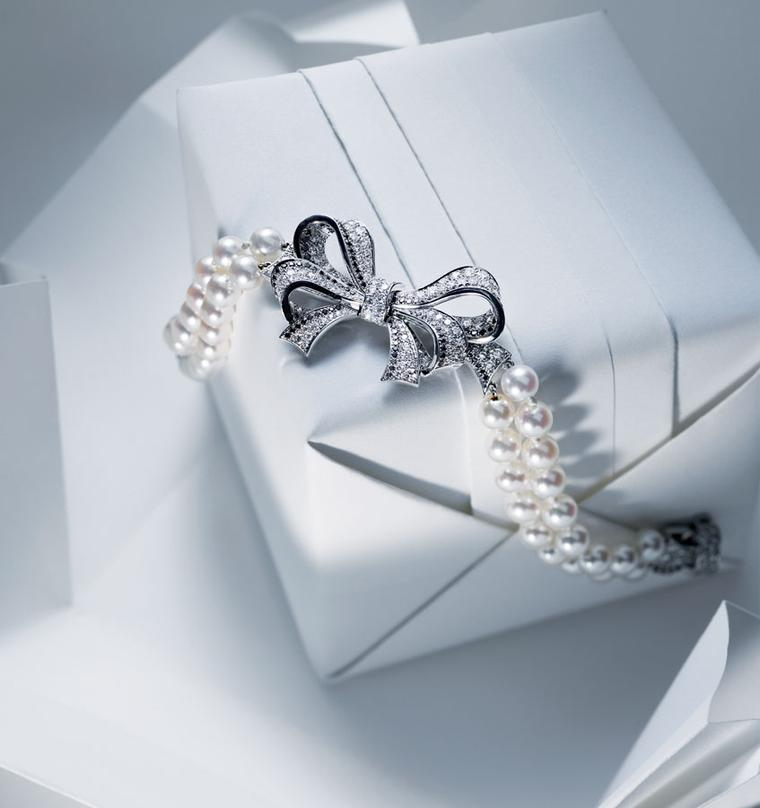 Chanel Boucles de Came´lia bracelet in white gold, black and white diamonds and white akoya pearls 2