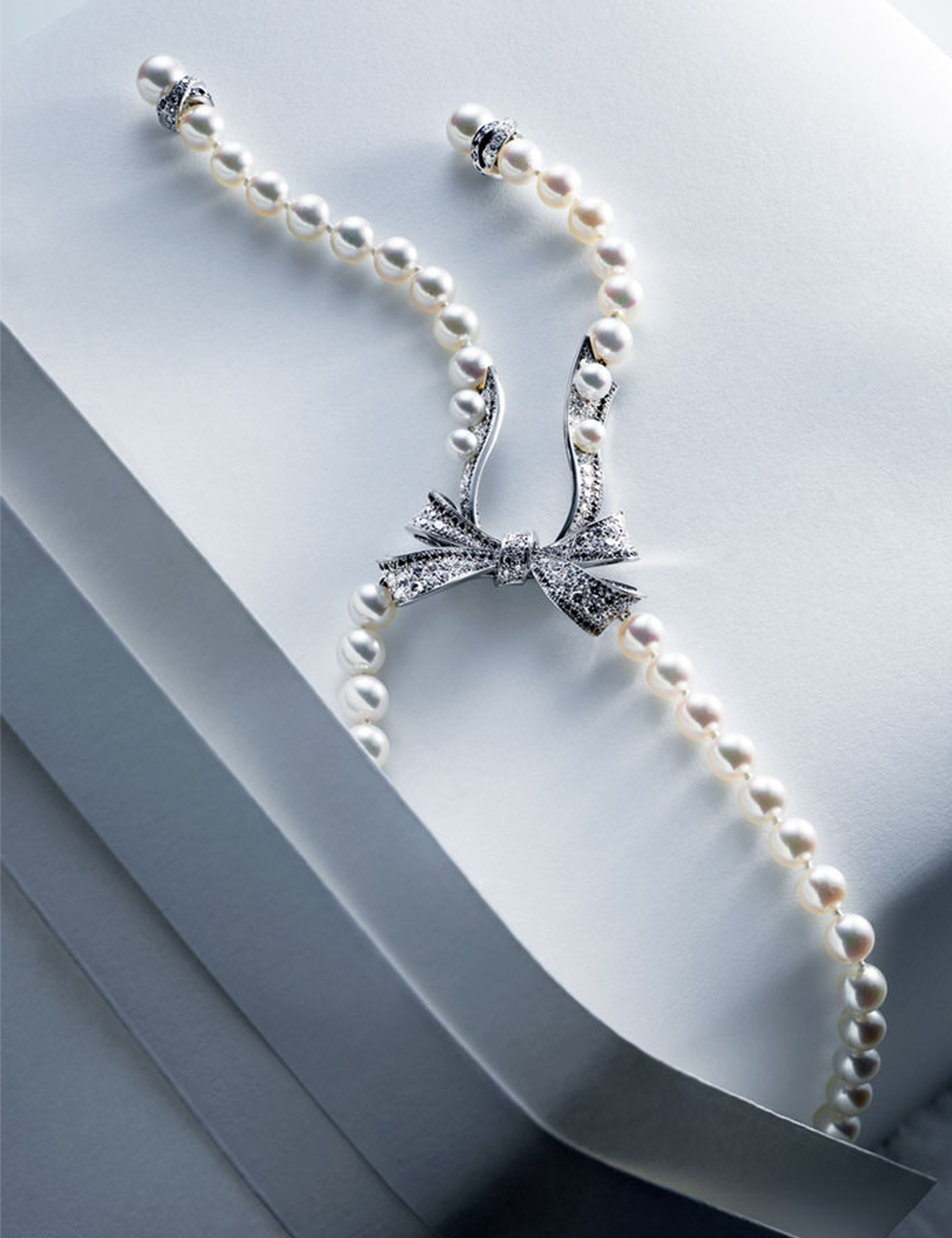 Chanel Boucles de Came´lia necklace in white gold set with white and black diamonds and Akoya pearls