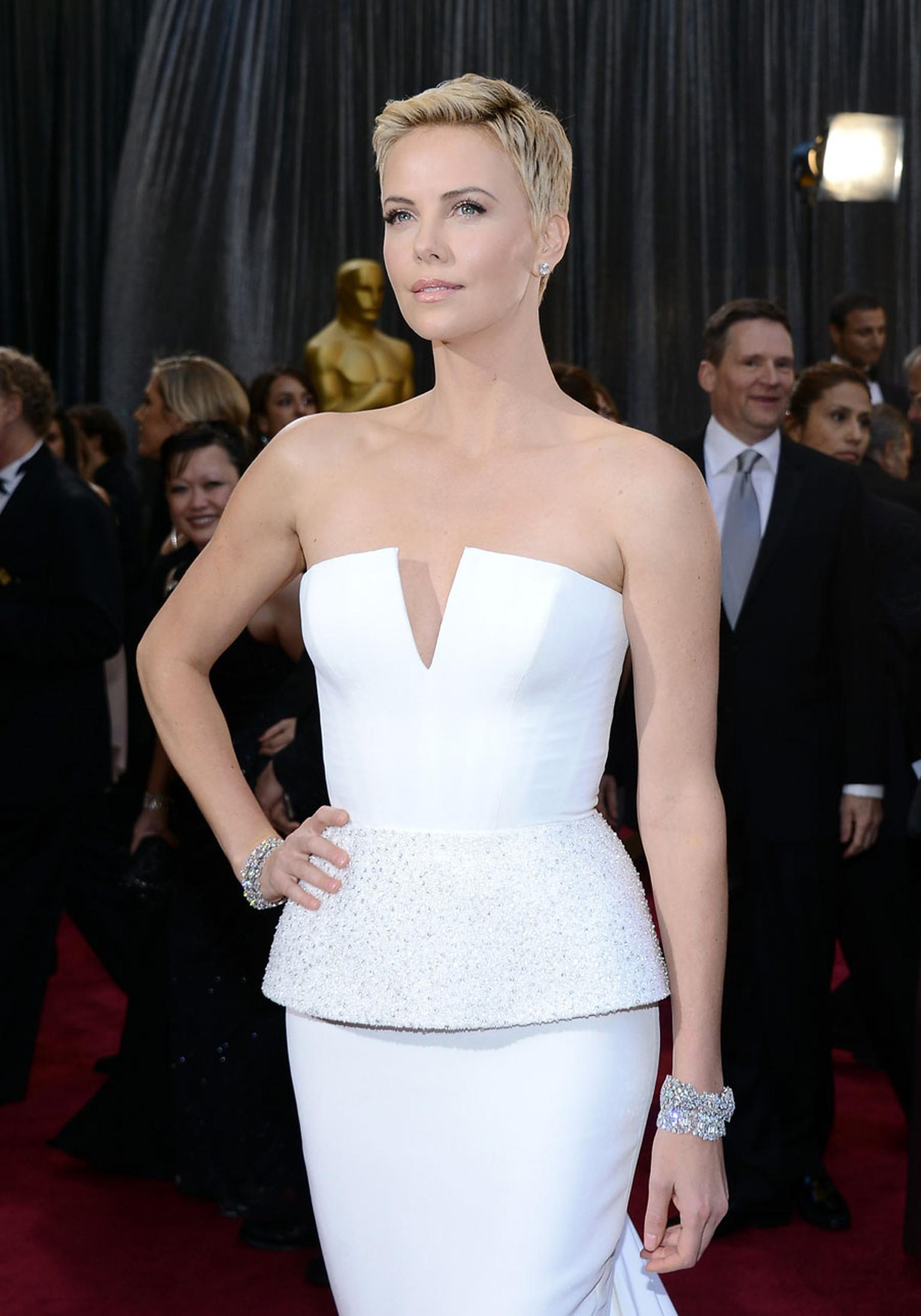 Oscars-Harry-Winston-CHARLIZE-THERON.jpg