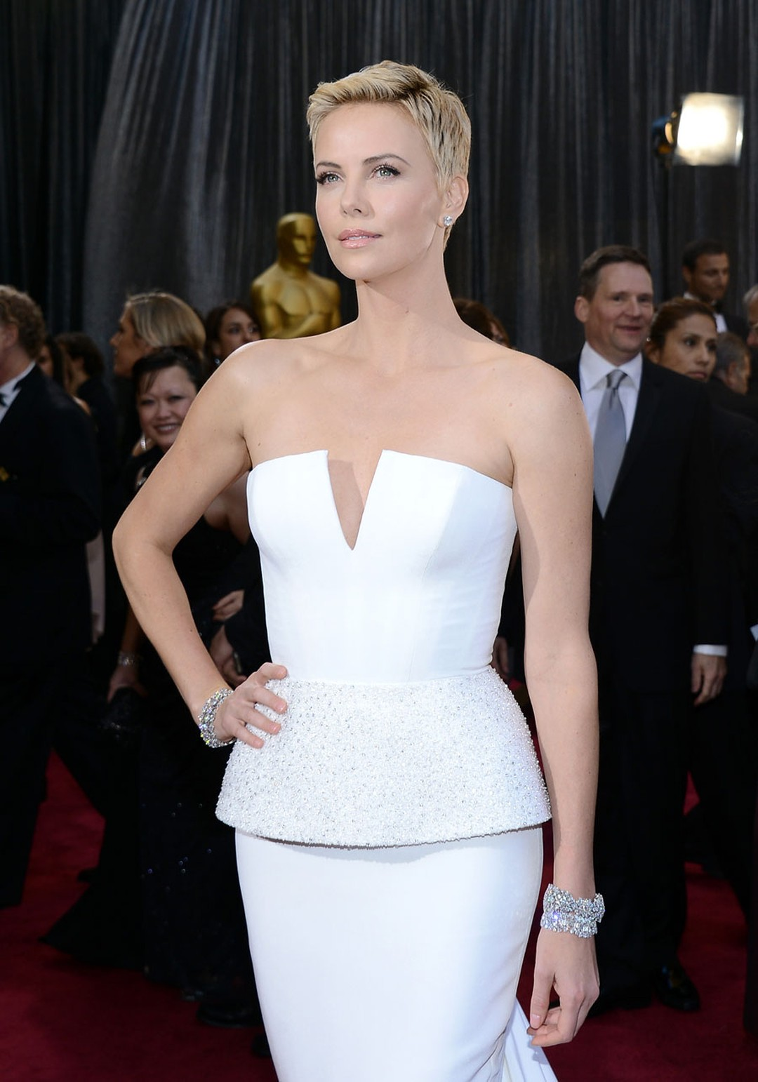 Award presenter Charlize Theron in US$4.5 million worth of Harry Winston diamonds at the 2013 Academy Awards