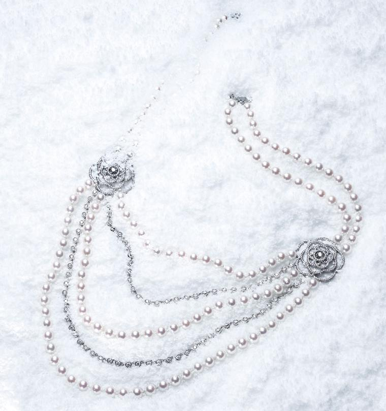Chanel Came´lia Brode´ sautoir in white gold set with diamonds and Akoya pearls. 2