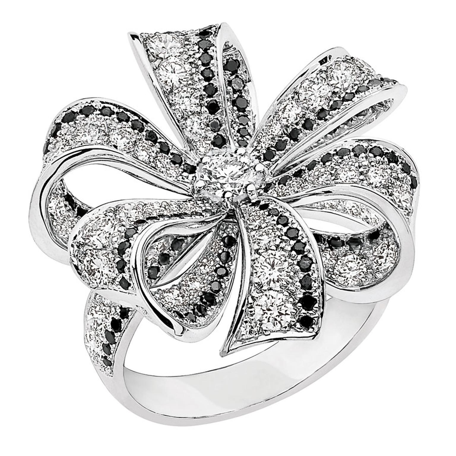 Chanlel Boucles de Came´lia large ring in white gold