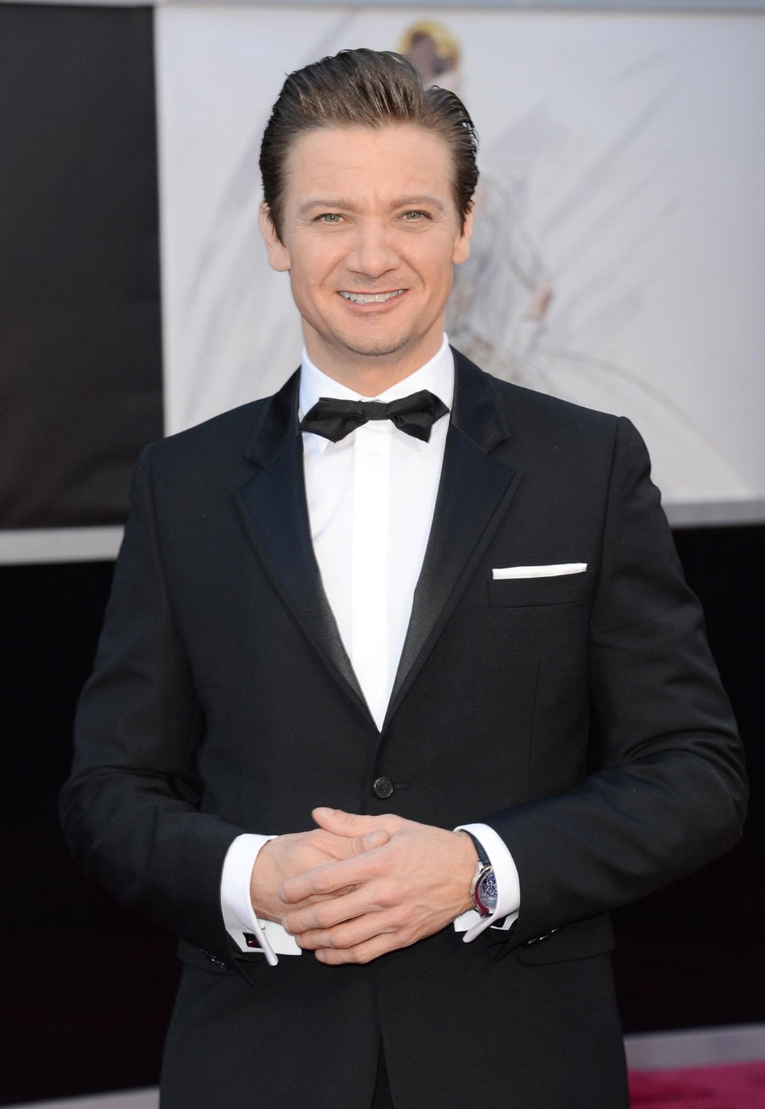 Jeremy-Renner---Van-Cleef-and-Arpels---Photo-by-Jason-Merritt-Getty-Images-162546111