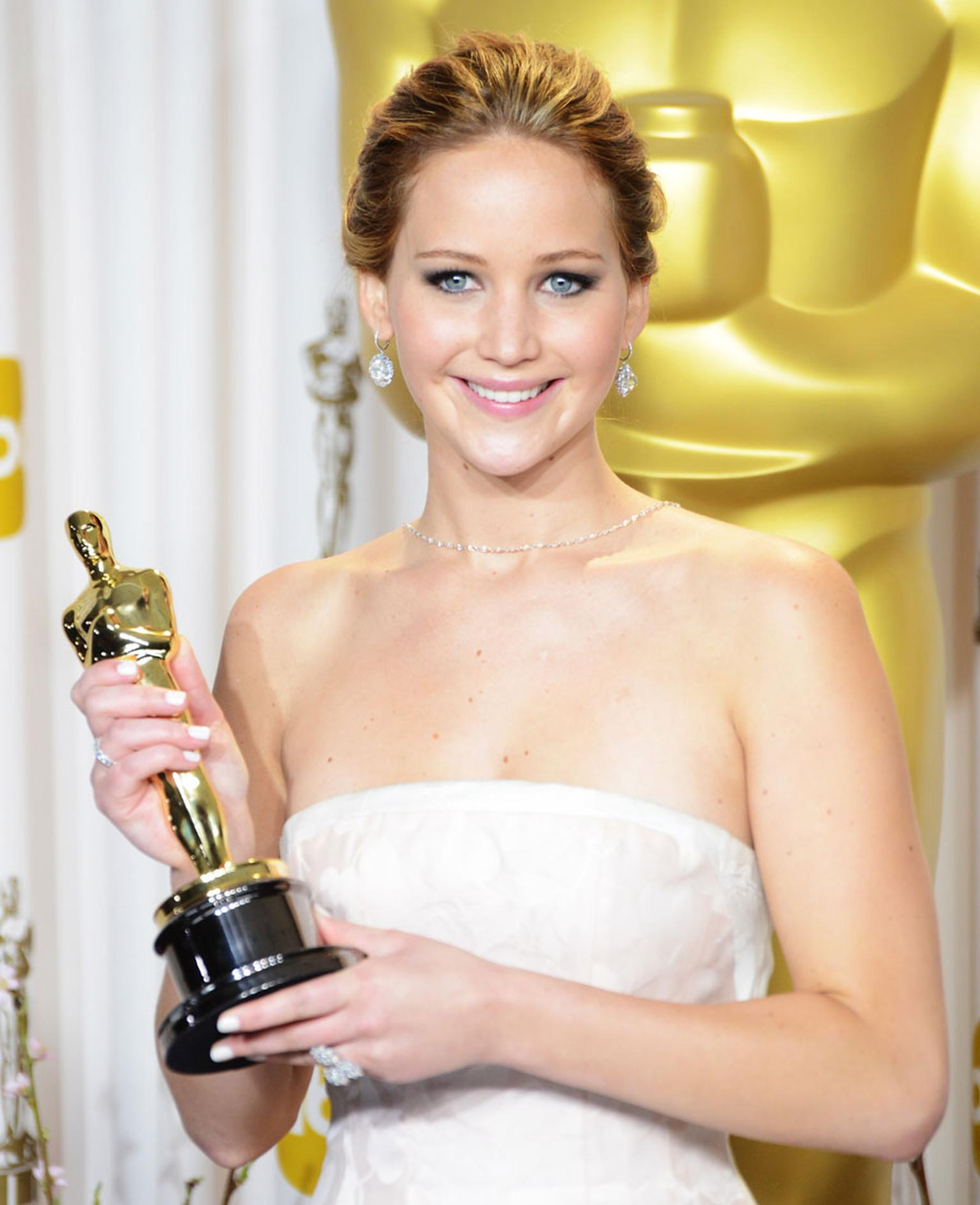 Jennifer-Lawrence_wearing_Chopard_4