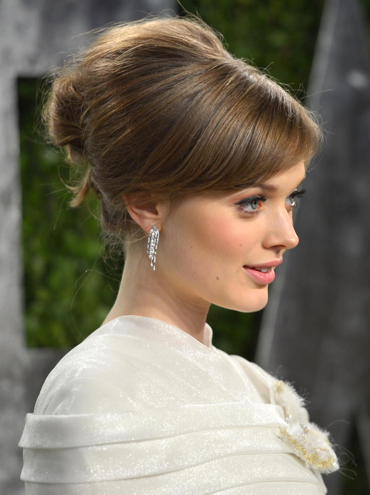 Chanel-Bella-Heathcote---Oscars-2013