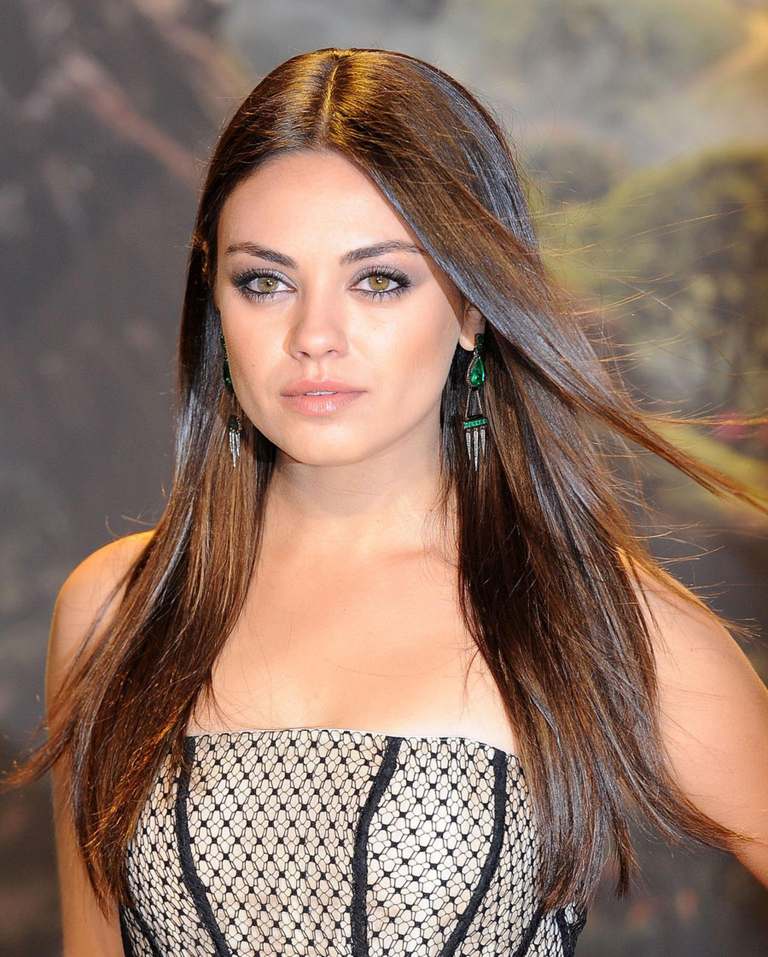 Gemfields-Zambian-Emerald-Dominic-Jones-earrings-on-Mila-Kunis-Getty-images