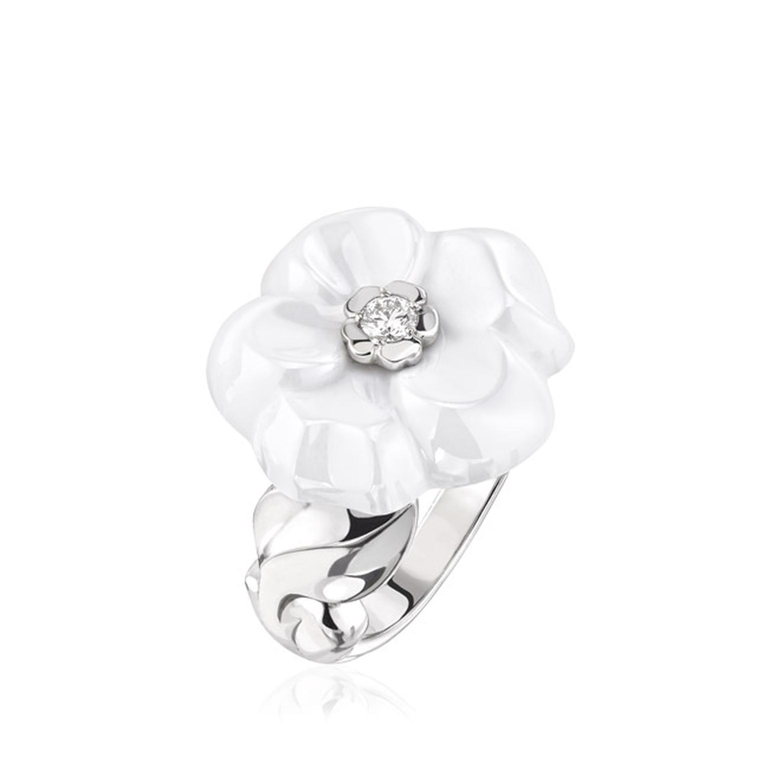 Chanel-Camelia-Galbe-ring-white-ceramic-main