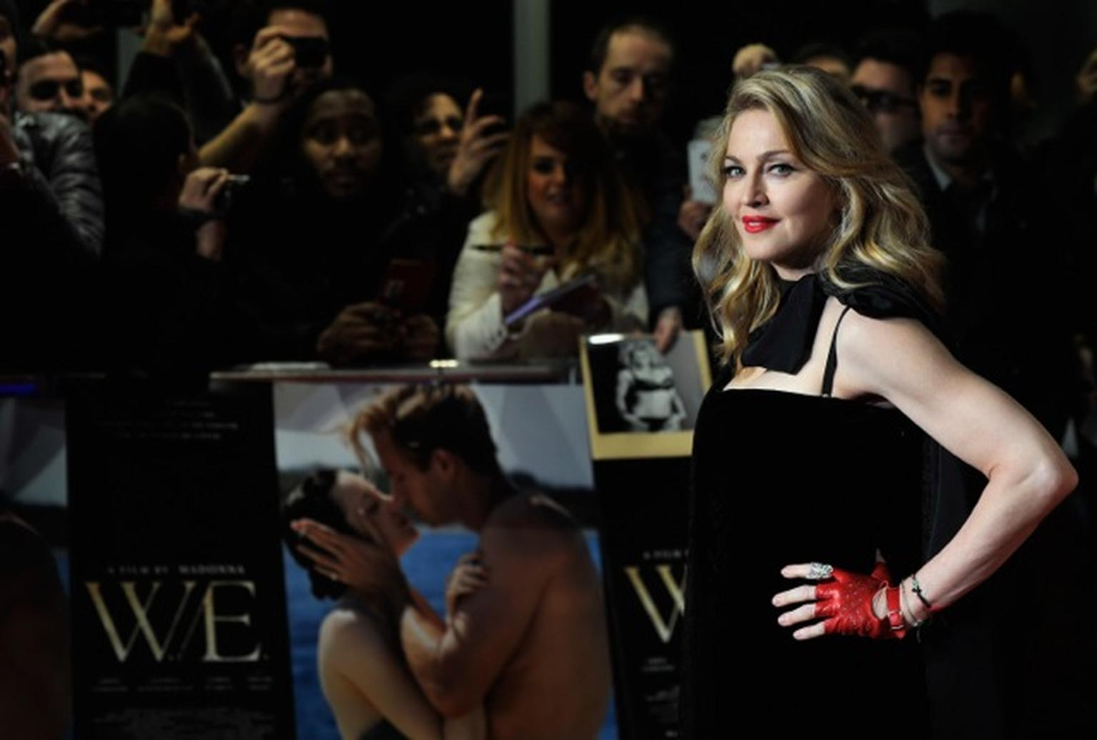 Madonna - Van Cleef & Arpels - Photo by Gareth Cattermole Getty Images 136764530.jpeg Madonna - Van Cleef & Arpels  jpeg