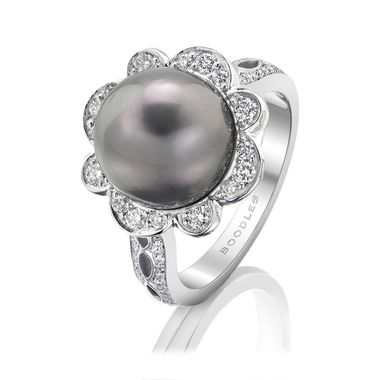 Boodles Rococo Pearl Ring zoom