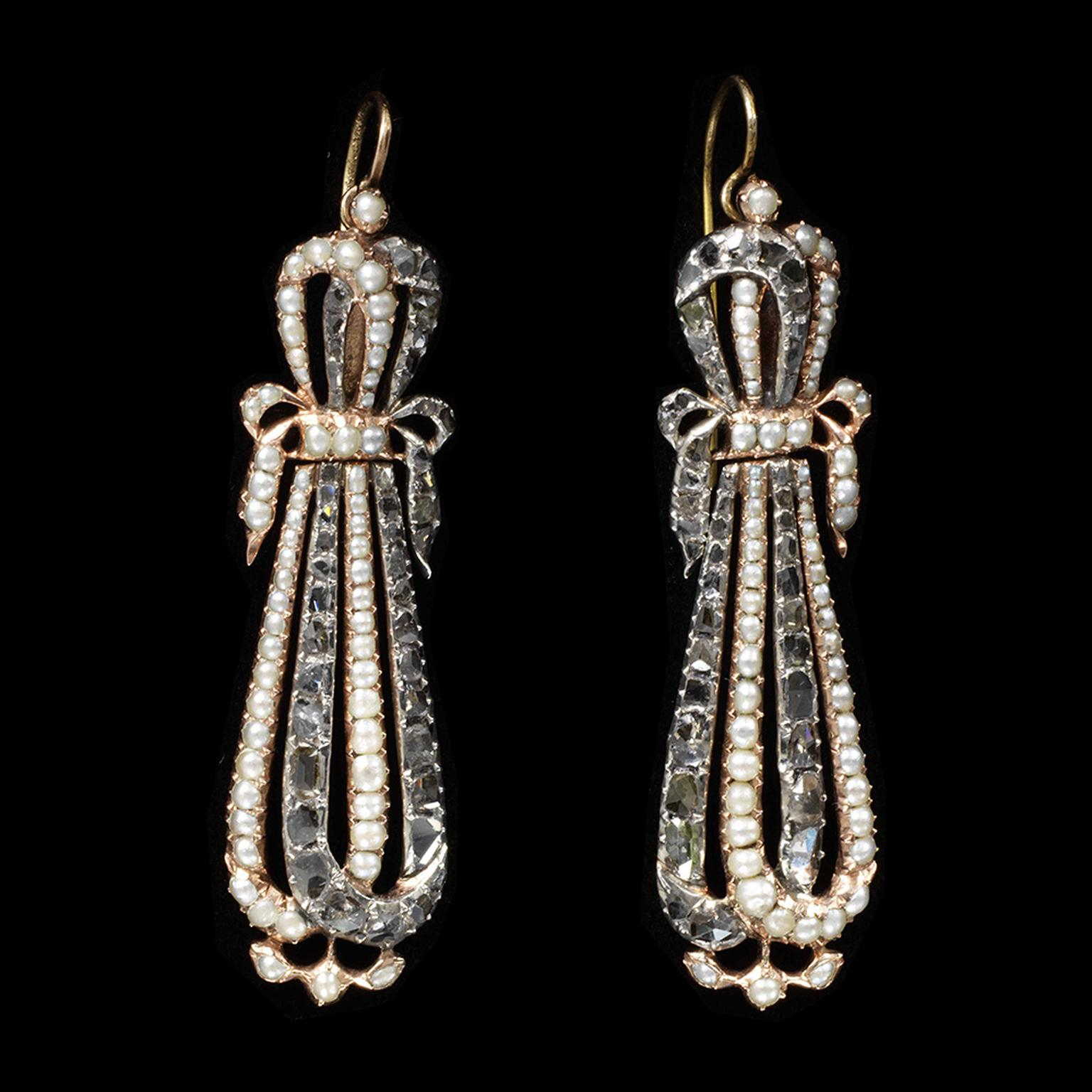 1EarringsgoldwithpearlsdiamondsFrance1795to1810