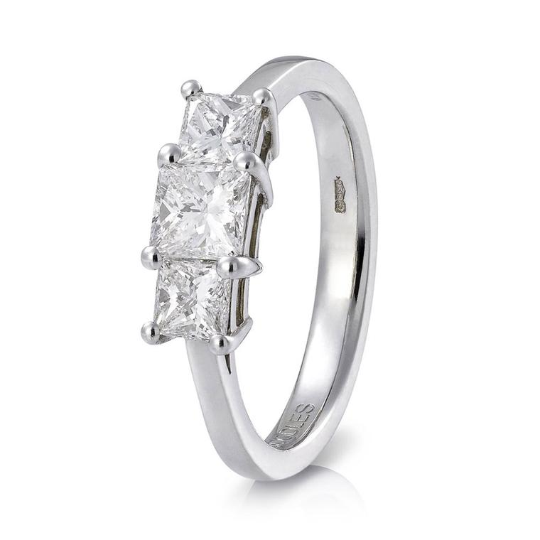 Boodles Triology radiant cut diamond ring_zoom
