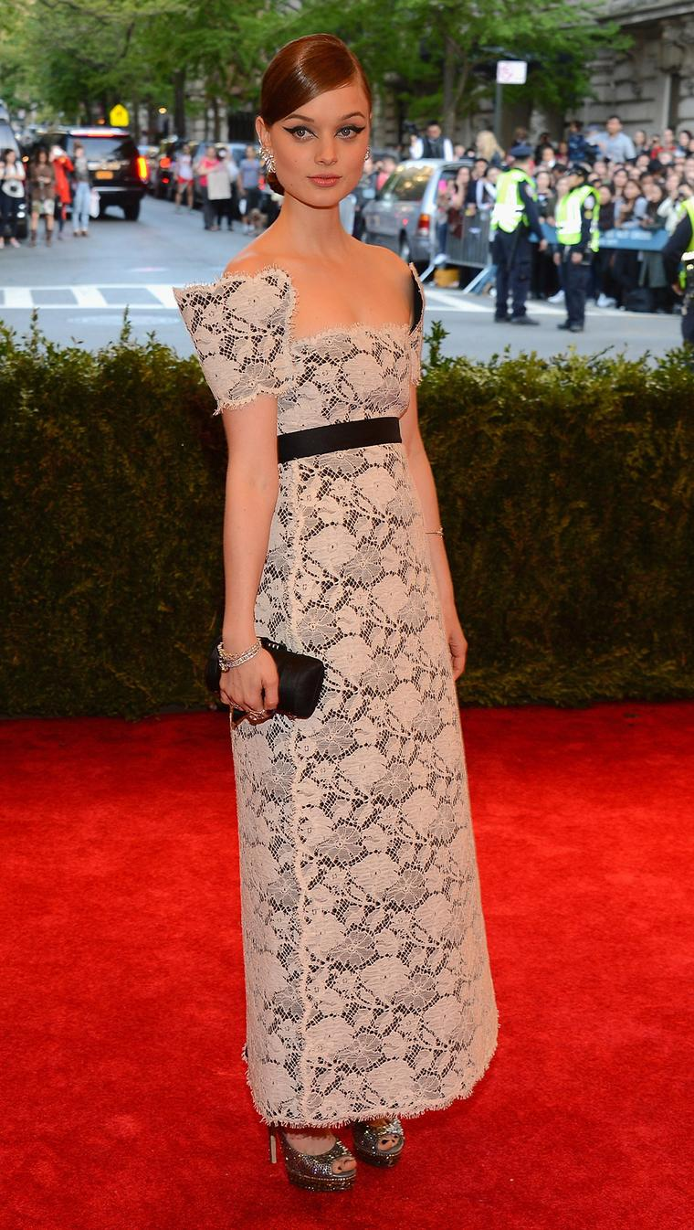 Bella-Heathcote-MET-Gala-chanel
