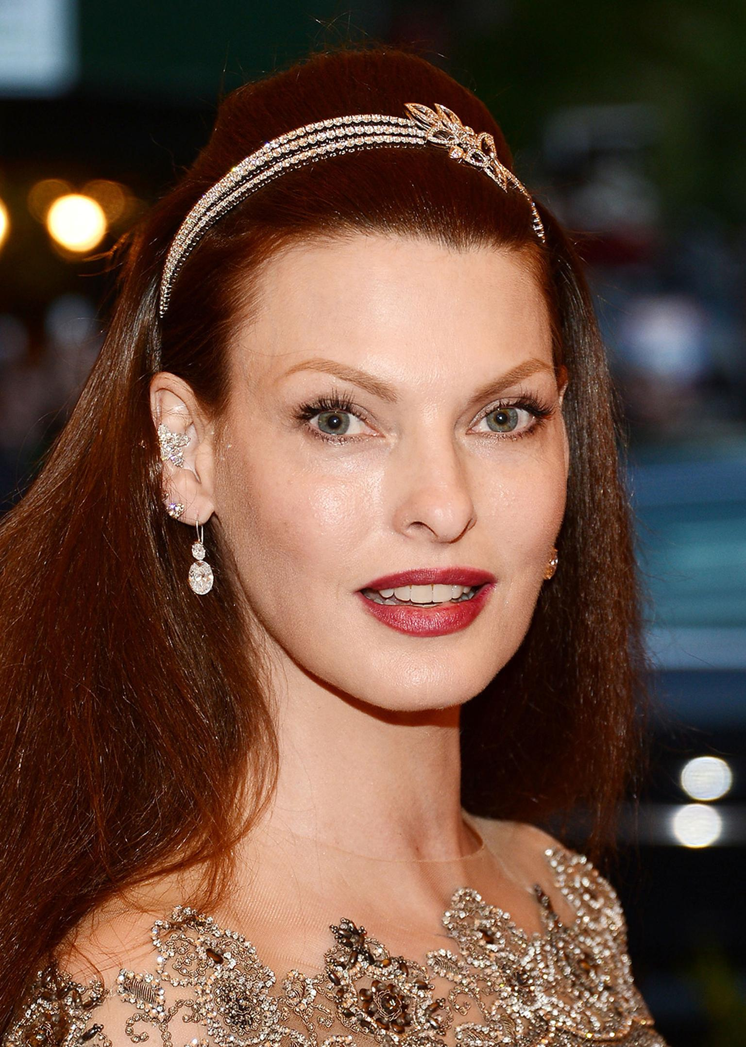 Linda Evangelista looked pretty in punk at the 2013 Met Ball in New York. She wore Harry Winston jewellery