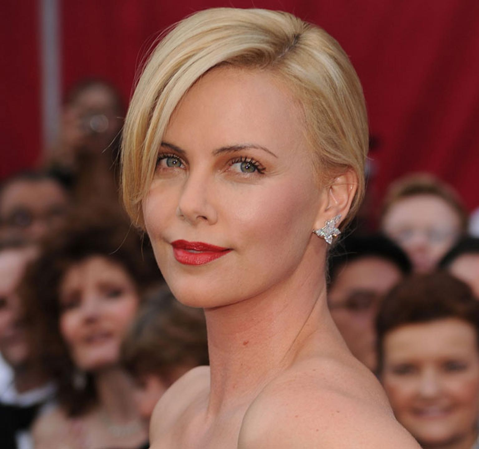 Charlize Theron wearing Harry Winston at the Oscars