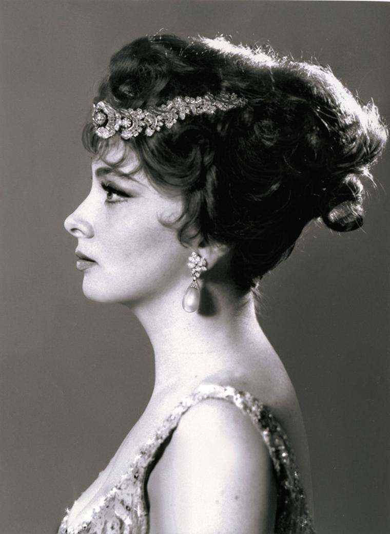 Portrait-of-Gina-Lollobrigida---Natural-Pearls-Bulgari-Necklace