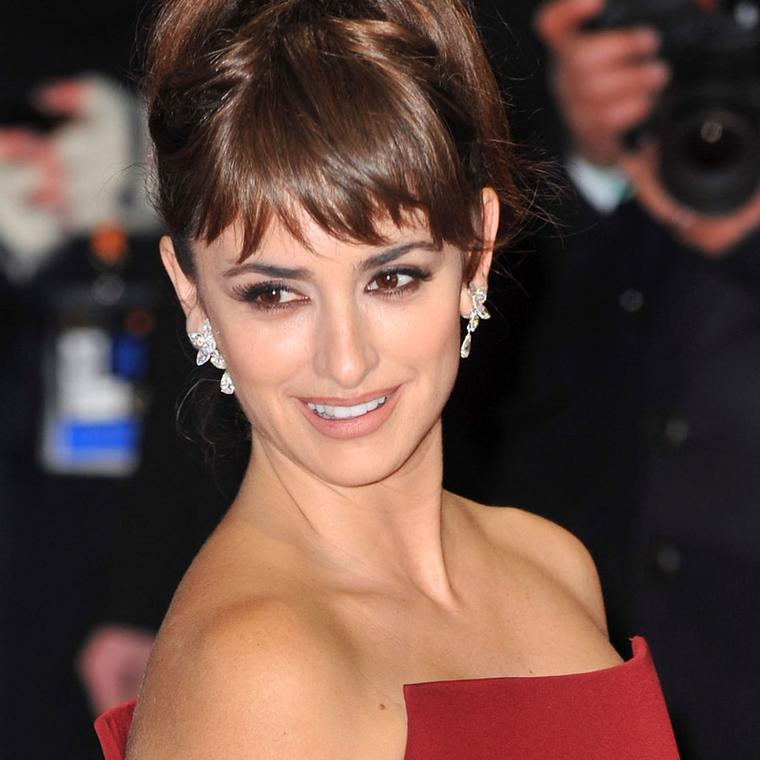 Penelope-Cruz-wearing-Chopard-at-the-Baftas-in-London--12.02