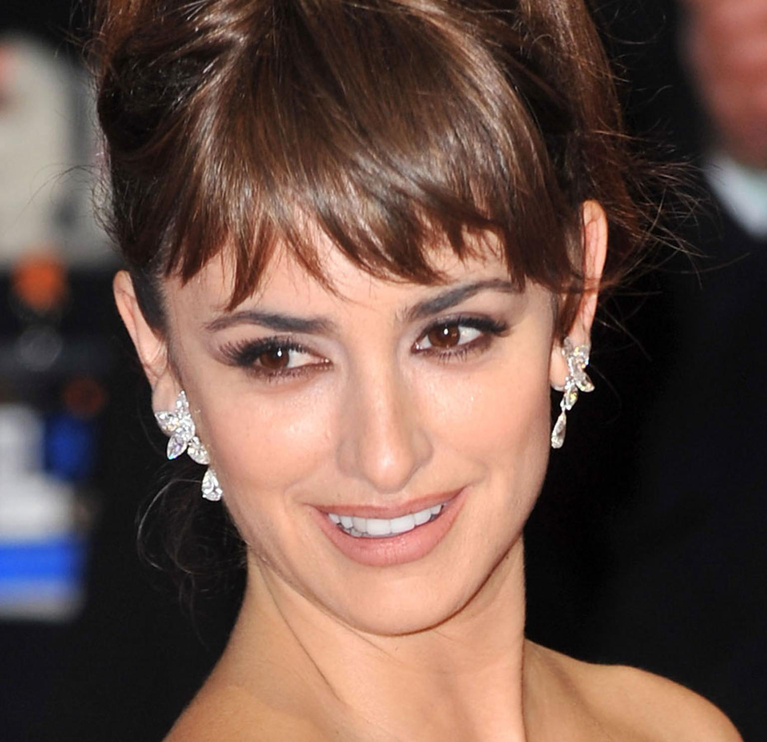 Penelope-Cruz-wearing-Chopard-at-the-Baftas-in-London-MAIN-PIC