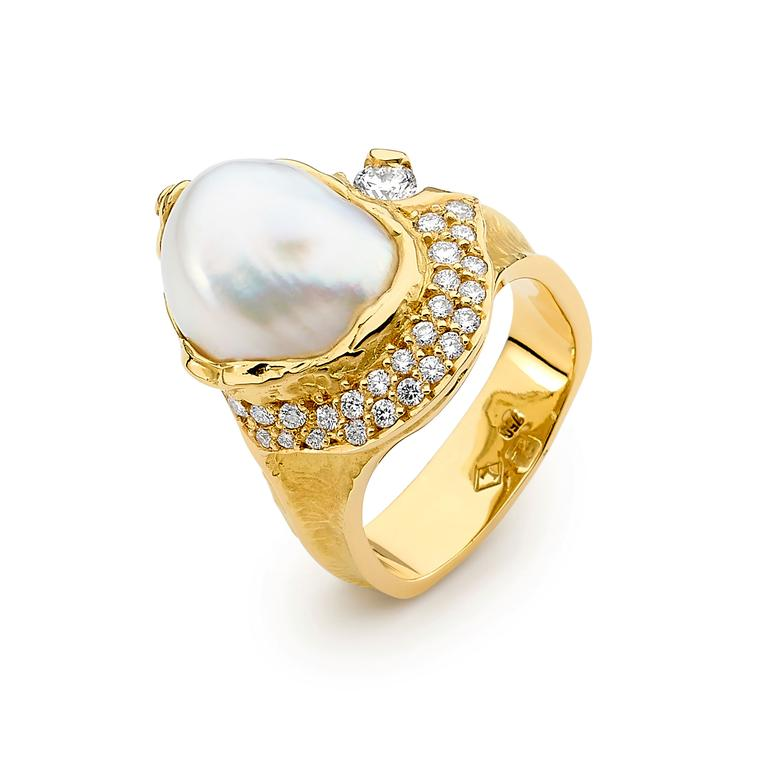 Linneys 18ct yellow gold Australian South Sea seedless pearl and diamond ring_zoom